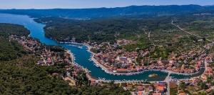 Vrbovska, 210617. Panorama mjesta Vrbovska na otoku Hvaru snimljena iz bespilotne letjelice. Foto: Zvonimir Barisin / CROPIX