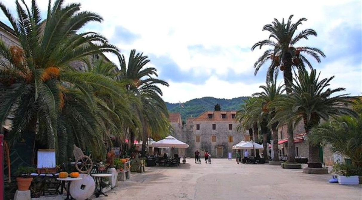 how to get from bol to hvar